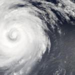 Hurikán Douglas vyfocený z družice Terra nad východní částí Tichého oceánu 23. července 2002.(NASA/GSFC)